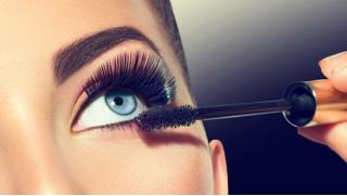 Яркие цвета! Микроблейдинг, перманентный макияж бровей, век или губ на выбор в Сети имидж-студий New Look! Скидка до 73%!