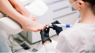 Педикюр акция СПБ! Медицинский педикюр и консультация по малой ортопедии в салоне красоты Beauty Flora со скидкой 59%!