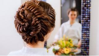 Плетем косы, делаем прически! Курсы «Плетение кос», «Быстрые прически на себе», «Свадебные прически» от Pretty Woman! Скидка 88%!