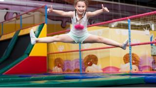 Батут в Балашихе! 1 или 2 часа свободных прыжков для детей и взрослых в батутном центре «Апельсин»! Скидка 52%!