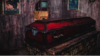 Купоны на квесты СПБ! Участие в мистическом квесте «Дневники вампира» для команды от 2 до 8 человек от компании 10Keys!
