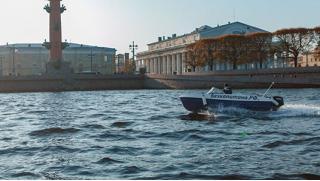 Стань за штурвал! Аренда катера без капитана для прогулки по рекам и каналам Санкт-Петербурга от компании «На гидрике!»