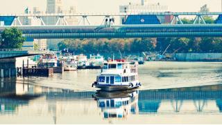 Купоны со скидкой на теплоходе! Билеты на прогулку на теплоходе по Москве-реке от компании «Алые паруса»! Скидка 65%!