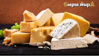 Готовь подарки заранее! Новогодняя подарочная корзина российских и швейцарских крафтовых сыров от магазина «Сыры мира»
