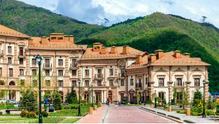 Отдых в апарт-отеле «Горки Город» в Красной Поляне со скидкой 50% для компании до 5 человек!
