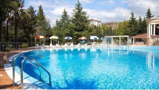На Черное море по купонам! Отдых для двоих в санаторно-курортном комплексе «Знание» в Сочи со скидкой 50%
