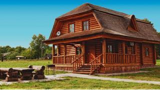 Отдых на базе «Сафари Паркъ»! Номера или домики для 2–8 человек: 2-разовое питание, бильярд, бассейн, тир, парковка, Wi-Fi!