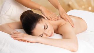 Релакс-массаж, креольский массаж, массаж поясницы и ног, фитнес-массаж и не только от Медицинского центр «Экстра»! Скидка до 78%!