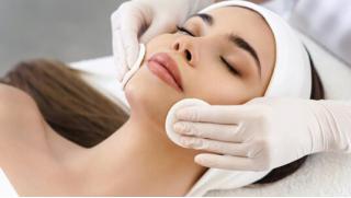 Фракционная лазерная шлифовка, увеличение губ, коррекция носогубных складок, биоревитализация мезотерапия и не только! Скидка до 75%!