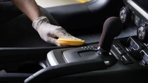 Уход за твоим авто! Комплексная химчистка салона или абразивная восстановительная полировка кузова автомобиля! Скидка 91%!