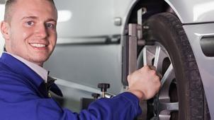 Шиномонтаж и балансировка колес радиусом от R15 до R20 в круглосуточном автосервисе SerBestM! Скидка до 73%!