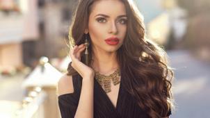 Парикмахерские услуги от стилиста Ангелины Мартиросовой в салоне красоты Tatarkov Studio со скидкой до 85%!