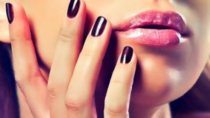 Маникюр и педикюр с покрытием Shellac или IBX в студии красоты Bonnita со скидкой до 69%! А еще дизайн ногтей в подарок!