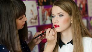 Для девушек курсы! Курсы и мастер-классы по макияжу и уходу за лицом и телом в школе визажа «Пудра»!