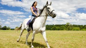 Марфино! Прогулки на лошадях в будни и выходные в частном конном клубе «Усадьба» в Марфино! Скидка до 74%