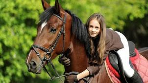 Скидка до 67% на конные прогулки для одного или двоих, предоставление лошади для фотосессии в конном клубе «Усадьба»!