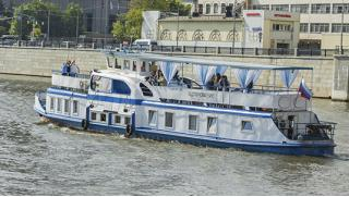 Отличный вариант отдыха! Речная прогулка с ужином для одного, двоих, троих или четверых по Москва-реке на теплоходе!