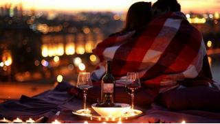 Романтическое свидание на крыше в Питере в любое время года для двоих со скидкой 62%! Отапливаемый шатер согреет Вас!