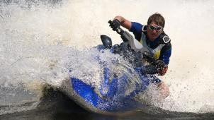 Освой флайборд! Полет на флайборде, катание на водной ватрушке, ниборде, вейкборде или водных лыжах и не только!