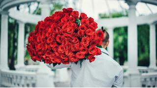 Букеты из российских, голландских, эквадорских роз со скидкой 50% от будуара цветов и лакомств Le Boudoir de Marie-Antoinette!
