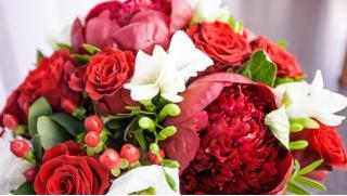 Букеты в шляпной коробке или в упаковке из голландских, кенийских и российских роз от Компании Dombotanika! Скидка 50%!