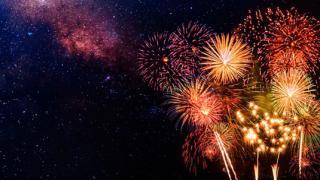 Салюты! Наборы пиротехники с бенгальскими огнями, салютами, петардами, римскими свечами, фейерверками от «ГлавСалют»!