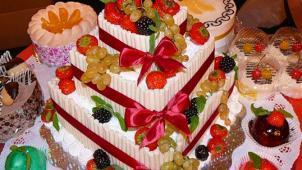 """Купон Москва! Заказ праздничного торта из каталога или по собственному эскизу от кондитерской """"ШопТорт"""" со скидкой 50%!"""