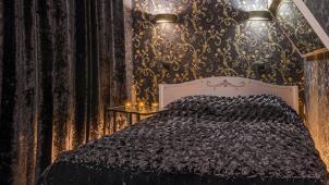 Для влюбленных! Скидка 50% на 2 или 4 часа в одном из 12 шикарных номеров отеля Mr&Mrs на «Бауманской»!