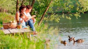 Отдых для компании до 5 человек в усадьбе «Торопаца»! Удобства, посещение русской бани и бесплатная рыбалка! Скидка 60%!