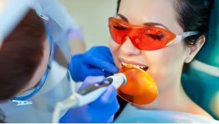 Станут белыми! Скидка до 54% на косметическое отбеливание зубов до 16 тонов по американской технологии в студии My Brilliant Smile