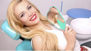 Лечение кариеса, УЗ-чистка по системе AirFlow, отбеливание зубов Zoom 3, установка имплантата и не только! Скидка до 84%!